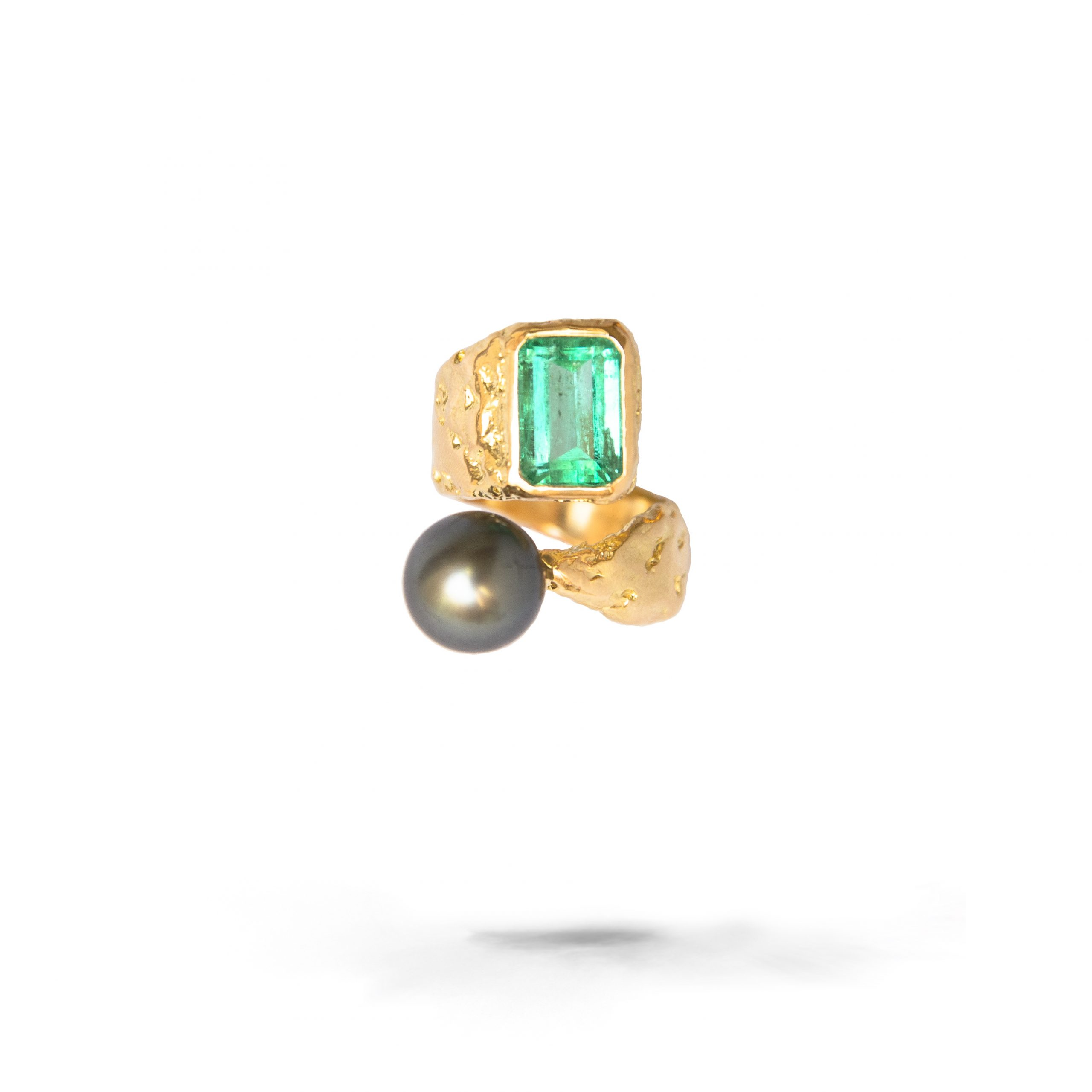 Rusticated Ring With Emerald And Black Tahitian Pearl